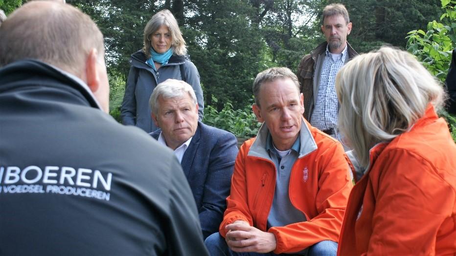 Ronald van der Vight in gesprek met directeur-generaal Marjolein Sonnema.